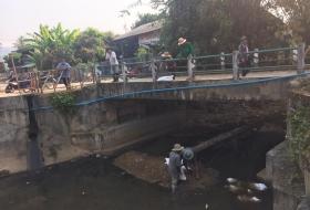 เทศบาลตำบลแม่อายร่วมกับประชาชนบ้านโห้งหลวง ร่วมกันพัฒนาฝายกลางบ้าน หมู่ที่ 7 ตำบลแม่อาย